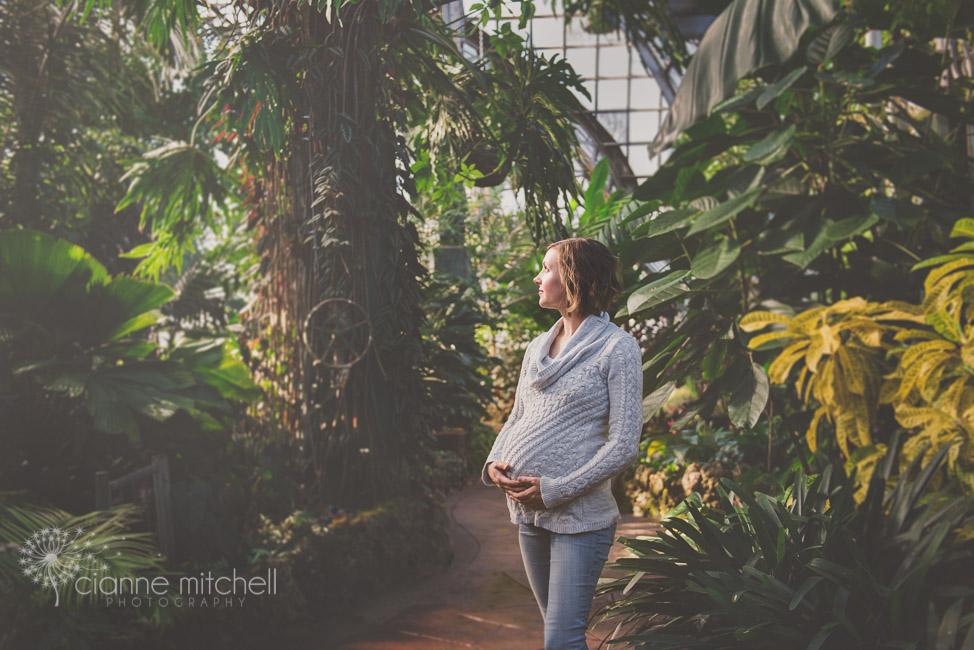 Beautiful conservatory maternity session