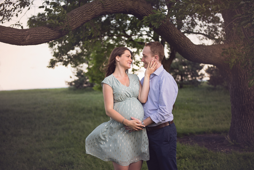 Beautiful Couple Maternity Photo posing ideas