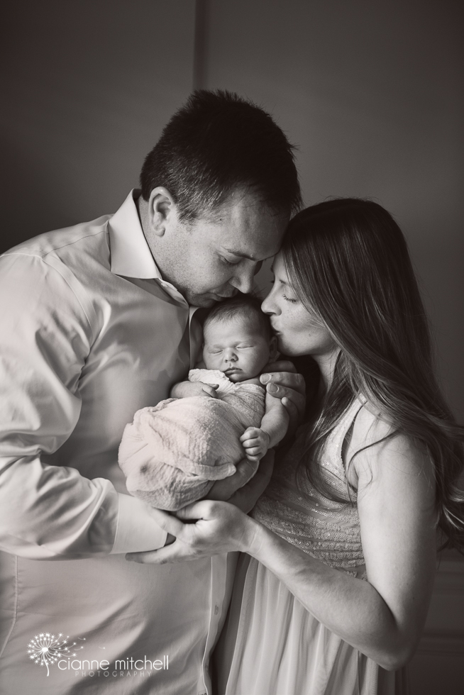 Black & White Newborn girl and parents photo session - posing ideas