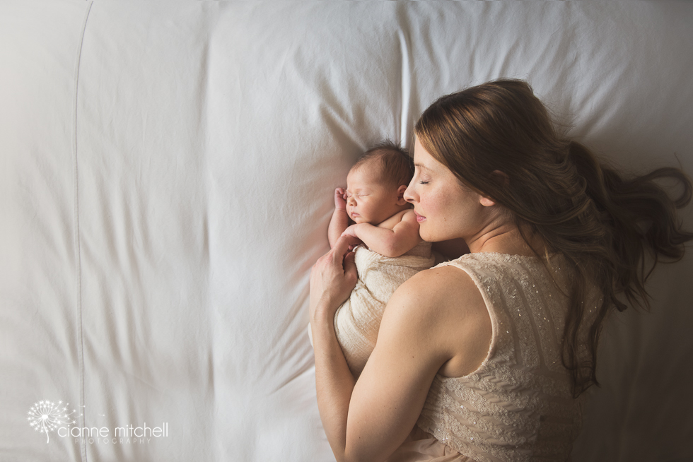 Mother & Daughter newborn photography - posing ideas