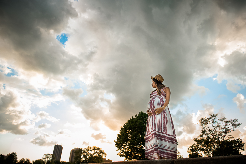 Outdoor Pregnancy Photos - Beautiful skies
